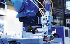 Maschinenarm aus Metall mit blauem Arm