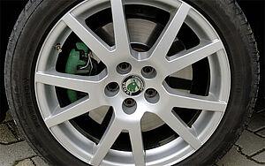 Saubere Autofelge nach der Trockeneisstrahlreinigung