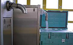 Herstellung von Trockeneis in blaue Box